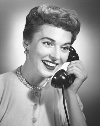 smiling-woman-on-telephone