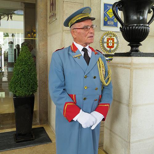 José Antonio, 80 ans a vu passer tous les grands de ce monde et reste employé depuis 1951 du Palacio Hôtel.