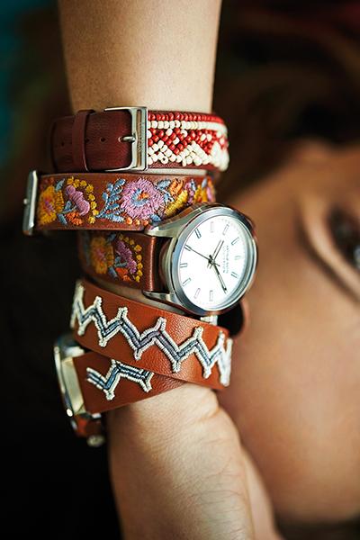 Des bracelets interchangeables en cuir brodé à changer selon son humeur