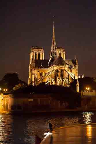 notre_dame_nuit-CApitaine-Fracasse_Les-Boomeuses