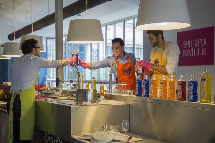 Mir le restaurant o l 39 on fait la vaisselle les boomeuses for Vaisselle de restaurant