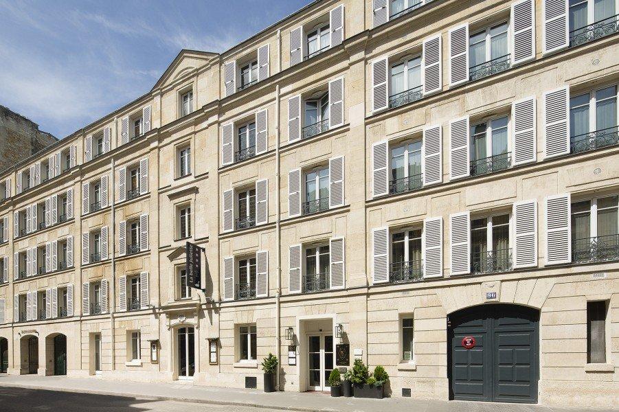 hotel le clos juliette-terrasse-hotel_paris-Les Boomeuses-femme-50 ans