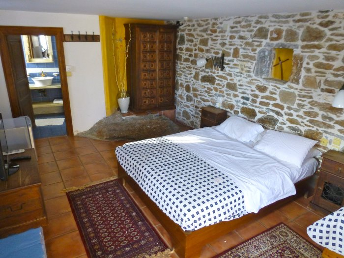 mont Olympe-Chambre-auberge Metaxochori-grece-les boomeuses