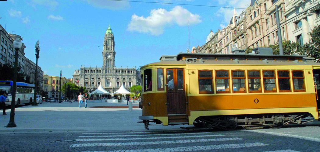 Porto-le-tram--Les-Boomeuses