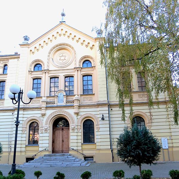 Unique-synagogue-ayant-échappé-à-la-destruction