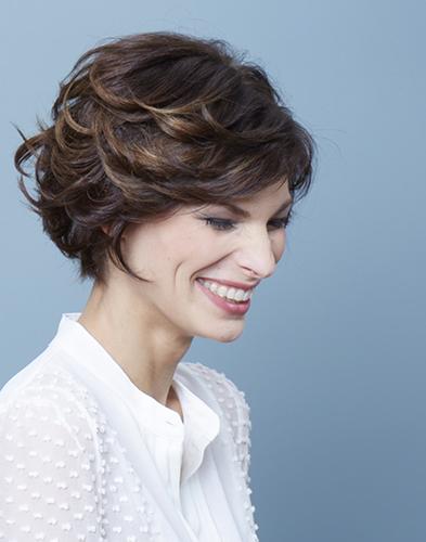 Coupe courte cheveux fins femme 70 ans