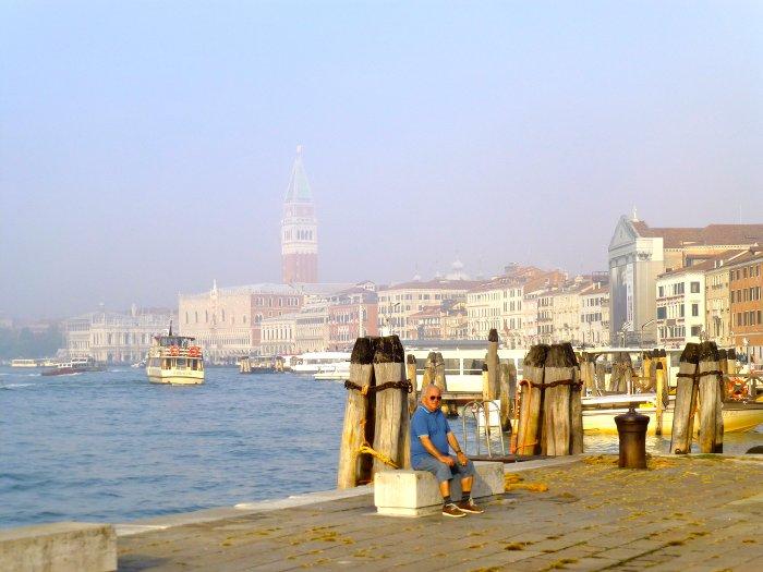Venise emergeant de la brume-Evasion-les Boomeuses_Webmagazine-femmes-50 ans