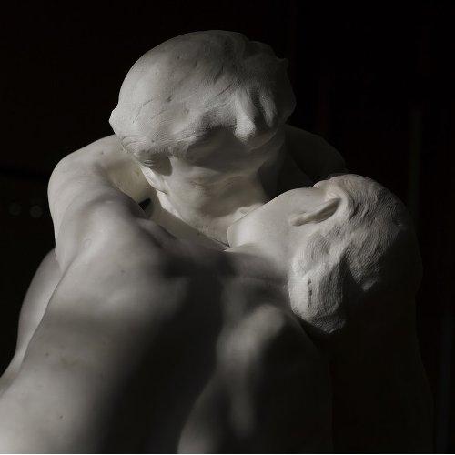 Musee rodin-le baiser-saint-valentin-les boomeuses-webmagazine-femmes-50 ans