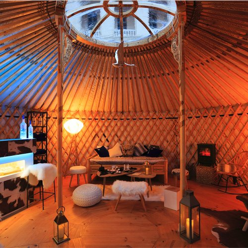 yourte-intercontinental-marseille-glamping-saint valentin-les boomeuses-femme-50 ans