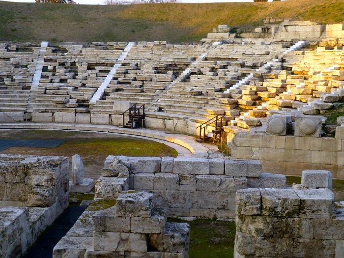 theatre antique-larissa- thelassonie-les boomeuses