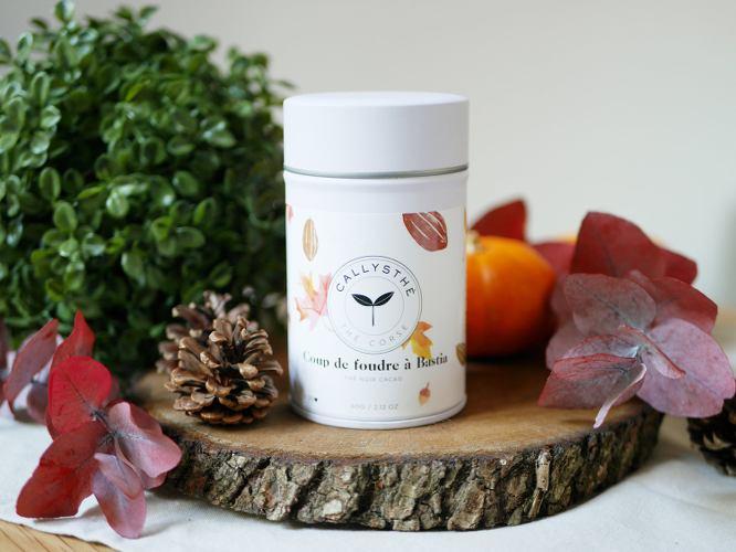 photo d'un pot de thé, paru dans le magazine Les Boomeuses