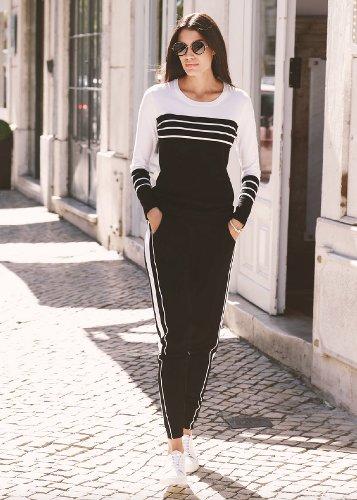 Mannequin femme en pantalon de joggong noir et pull blanc et noir