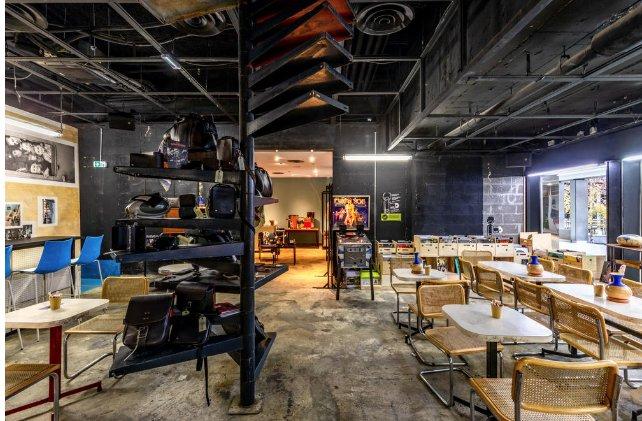 Salle d'un restaurant moderne
