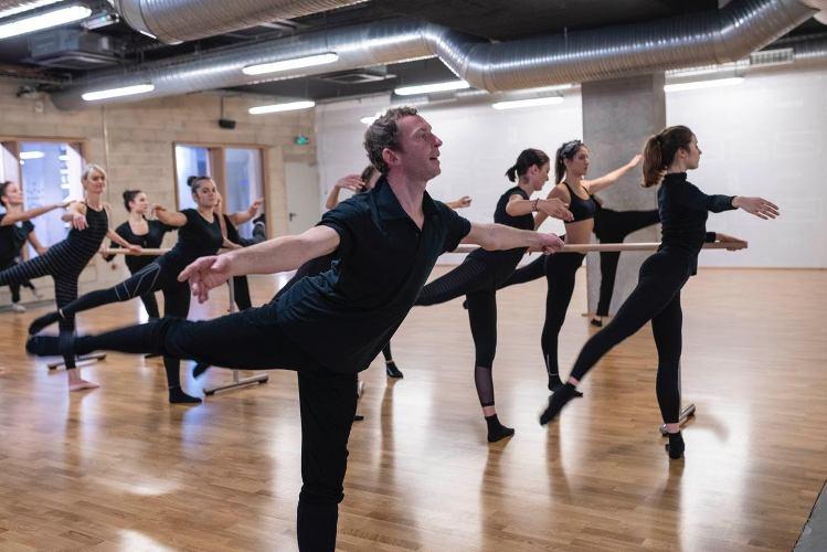 photo de danseurs classiques en train de s'exercer, les boomeuses.com