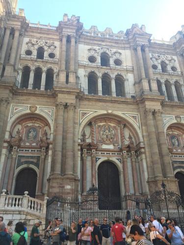 Photo de la cathédrale de Malaga, publiée dans les Boomeuses magazine