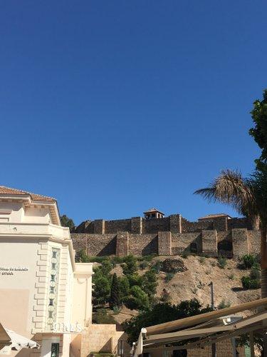 Photo de Malaga et du théâtre romain parue dans le magazine les Boomeuses