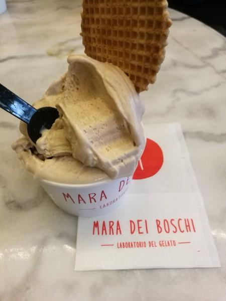 photo d'un pot de glace à Turin, les Boomeuses
