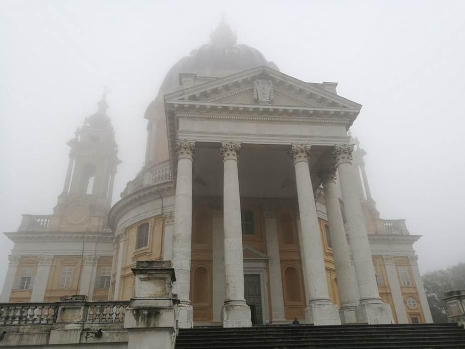 Photo d'une basilique sous la pluie à Turin, publiée dans les boomeuses