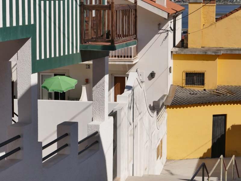 Maisons au portugual avec des rayures vertes