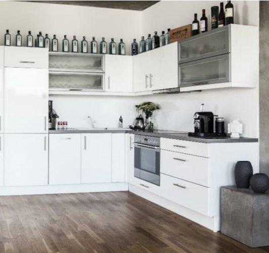 photo d'une cuisine toute blanche, les boomeuses.com