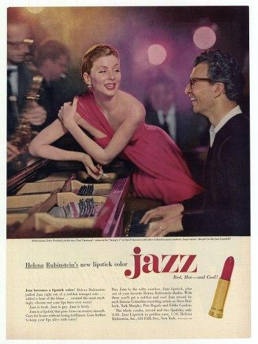 photo d'une publicité dans un journal avec une femme en robe du soir ey un homme qui joe du pia,no