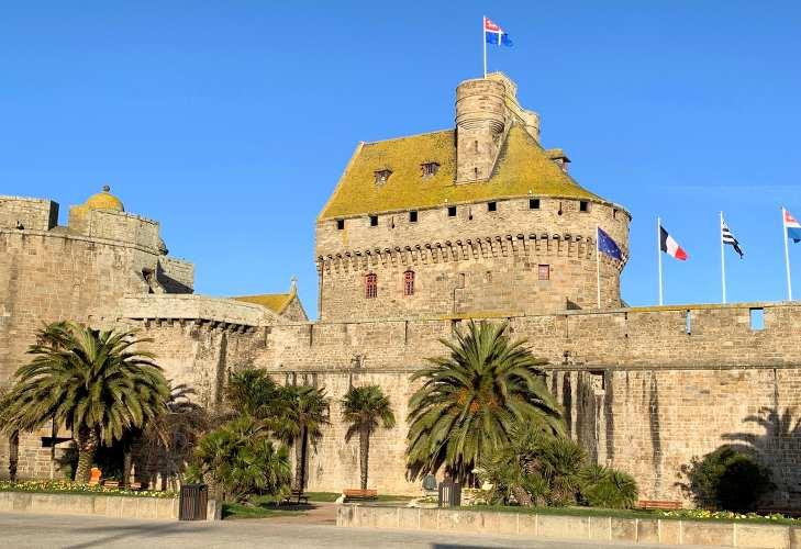 château en pierre à saint-malo