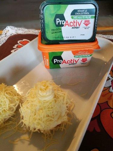 plat avec deux gnocchis et des paquets de margarine pro activ