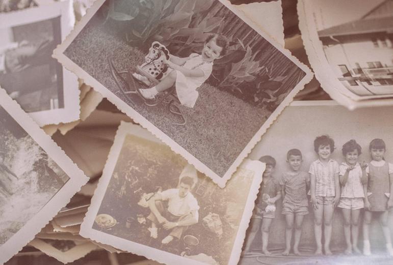 photos anciennes en noir et blanc représentant des enfants