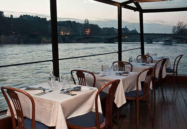 le bateau marina pour un dîner-croisière