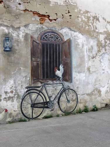 vélo contre un mur blanc en thaïlande du nord