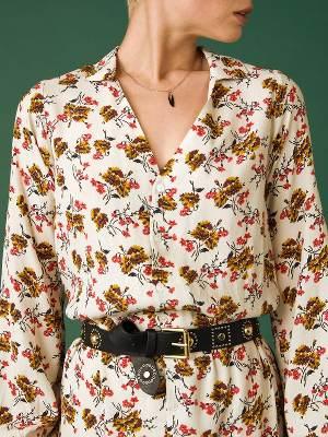 Robes imprimées avec une ceinture