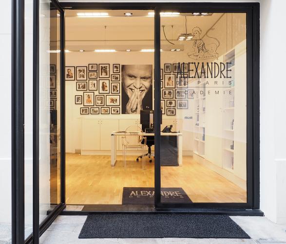 DEvanture du salon de coiffure Alexandre de Paris