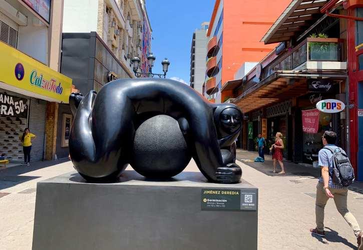 statue dans une ville au costa rica