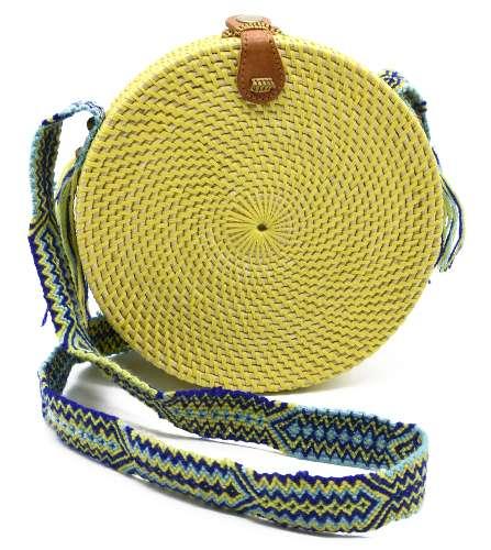 sac tressé jaune pour l'été