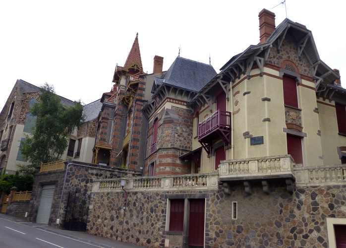 maison en pierre en auvergne à chatel guyon
